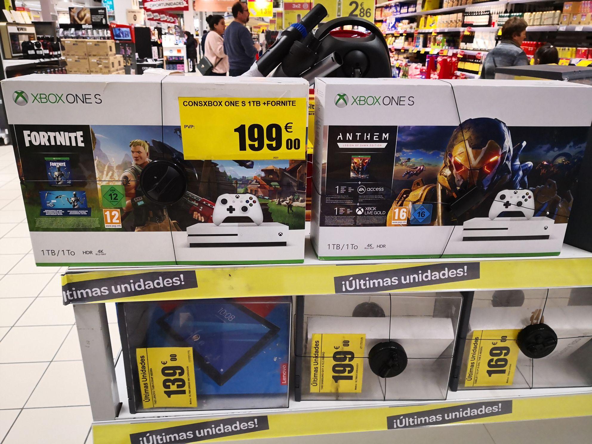 Xbox One S con una juego, último unidades en Carrefour de Santiago de Compostela. As Cancelas