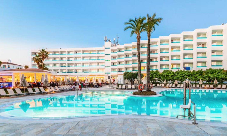 MAYO Menorca todo incluido solo 176€/p: 3 noches en hotel 4* + vuelos desde Barcelona