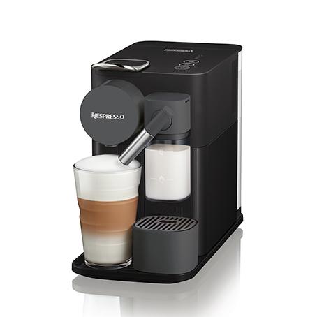 Cafetera Nespresso con espumador de leche REACO