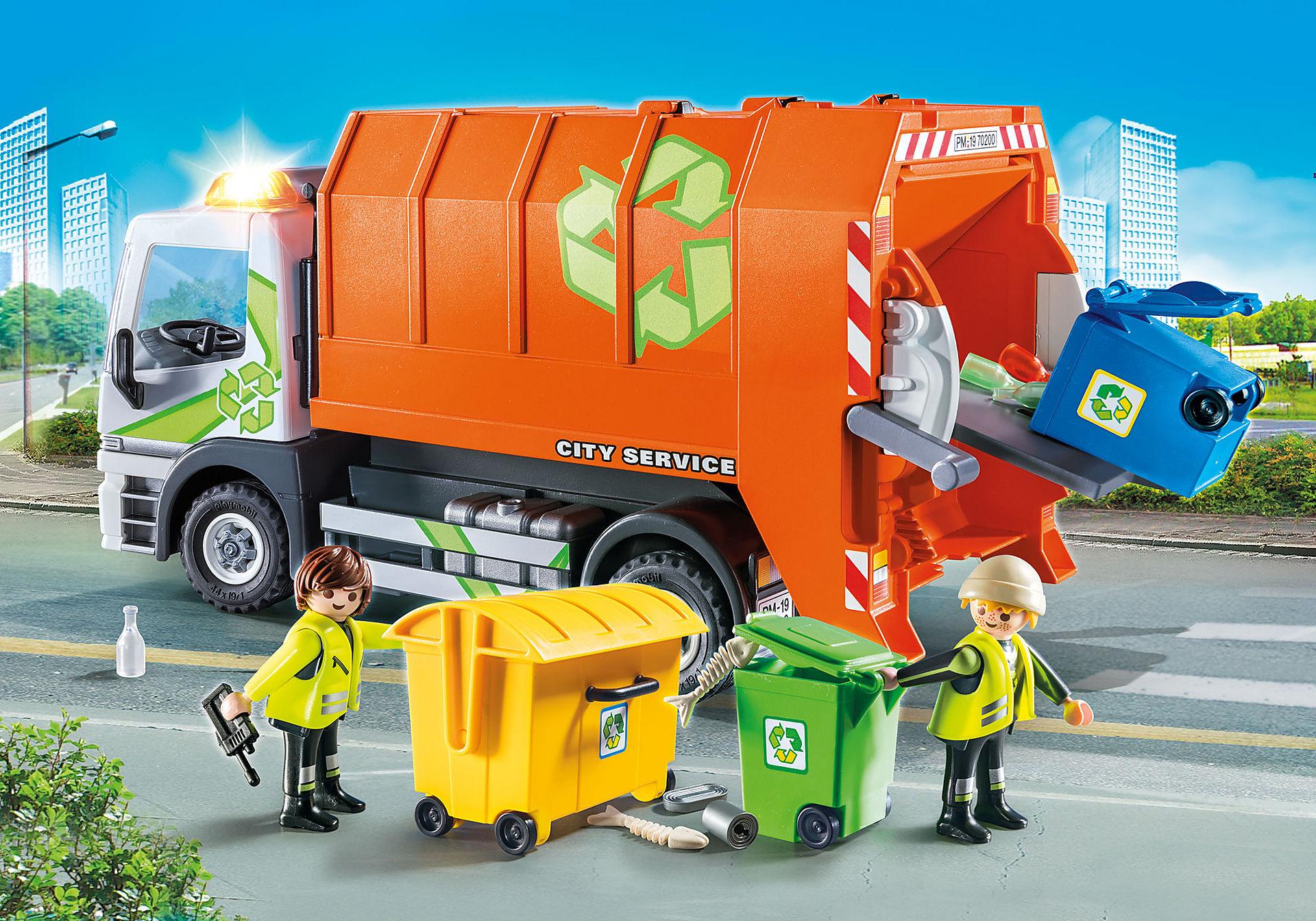 Camión de Reciclaje + muñeco de regalo en la cesta