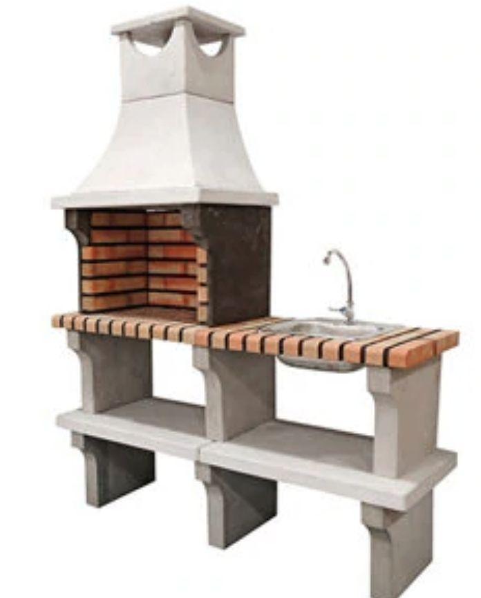 BBQ de obra con fregadero y grifo