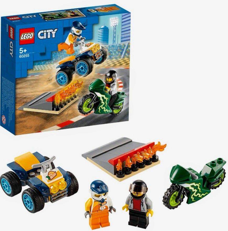 LEGO City Turbo Wheels -Incluye Quad y Moto Acrobáticos, 2 Minifiguras de Pilotos con Casco, Rampa de Despegue con Llamas