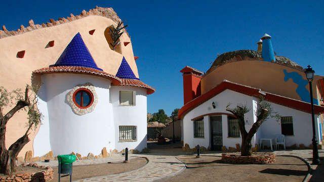 Disfruta de una noche con alojamiento en una cueva 3* con piscina y vistas a la montaña por sólo 28.50 en Granada