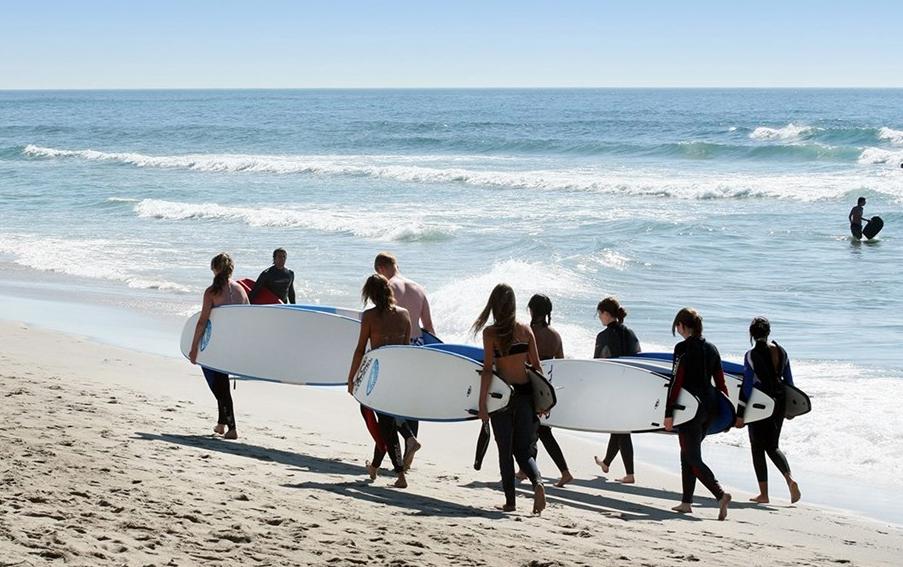 Surf en Asturias: alojamiento con todo incluido + clases desde 119€