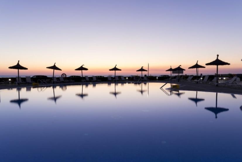 Sept Menorca Media Pensión 164€/p= 3 noches en hotel 4* + vuelos desde Valencia