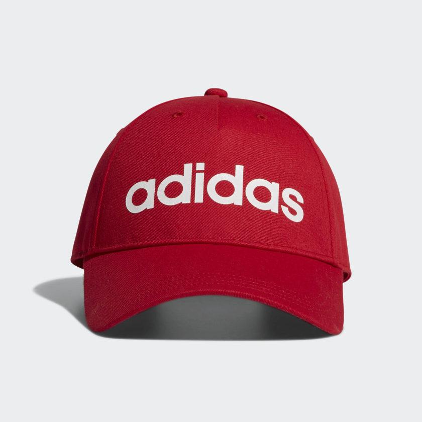 Gorra casual Adidas (Web oficial de adidas) disponibles en rojo y blanco