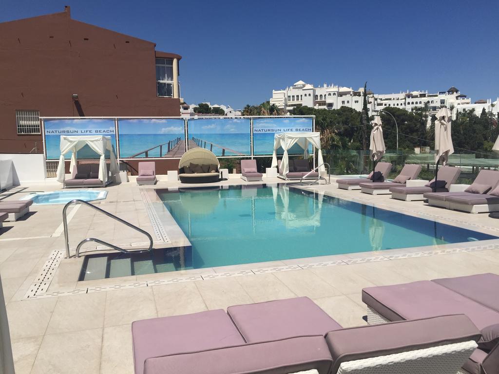 Torremolinos en Julio: 4 noches en hotel 3* con desayunos por 108€/p