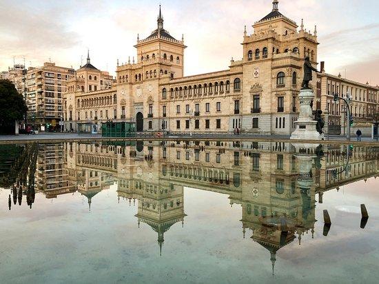 VALLADOLID: Desayunos y Valladolid Card + Bus turístico gratis por alojarte 2 noches en la ciudad.