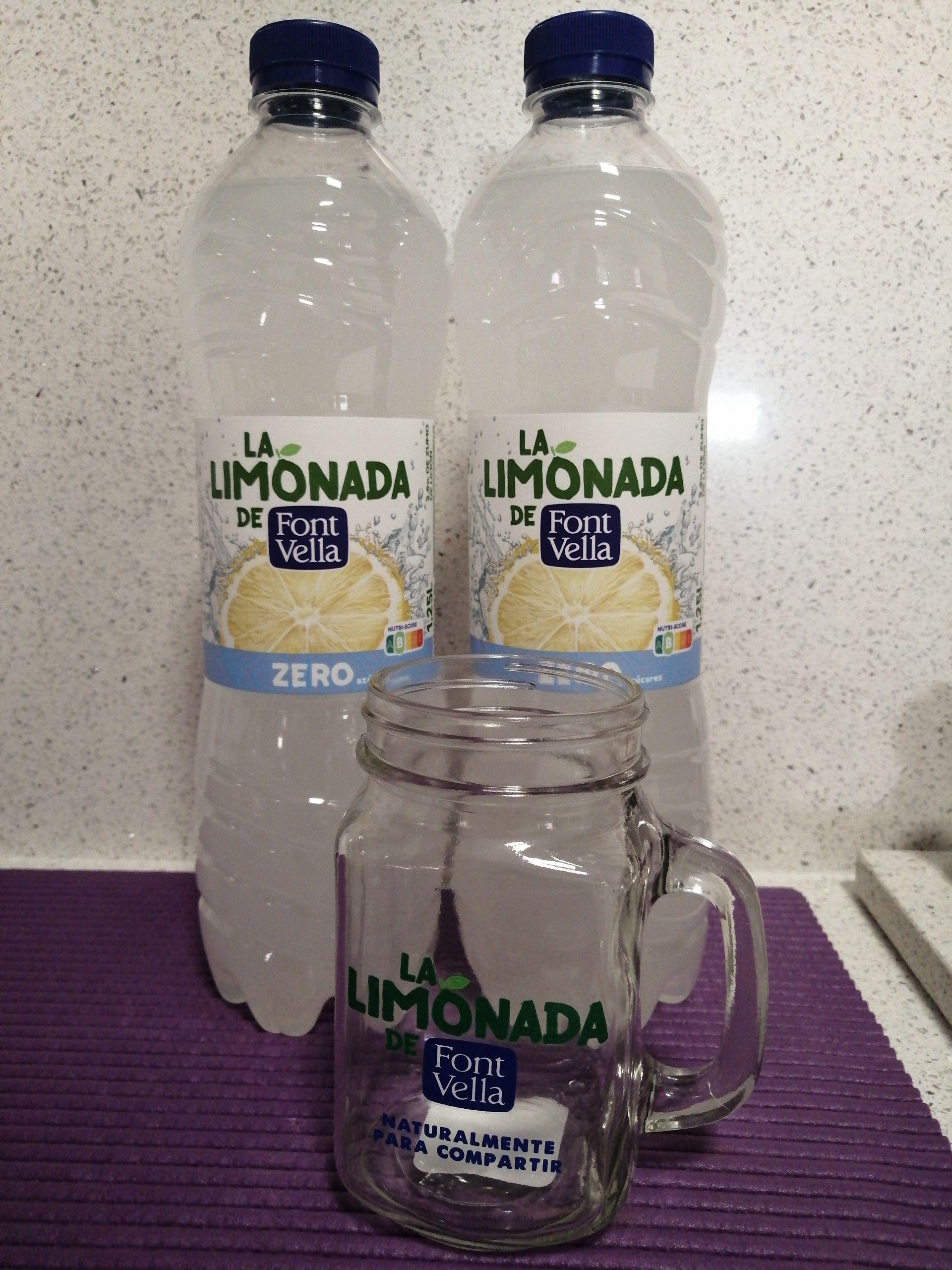 Jarra de regalo al comprar dos botellas de limonada en Carrefour