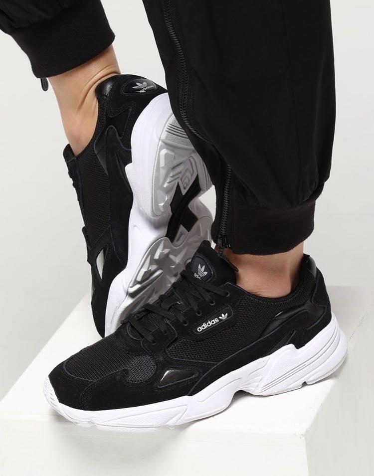 Adidas Falcon W, black/white Talla 40