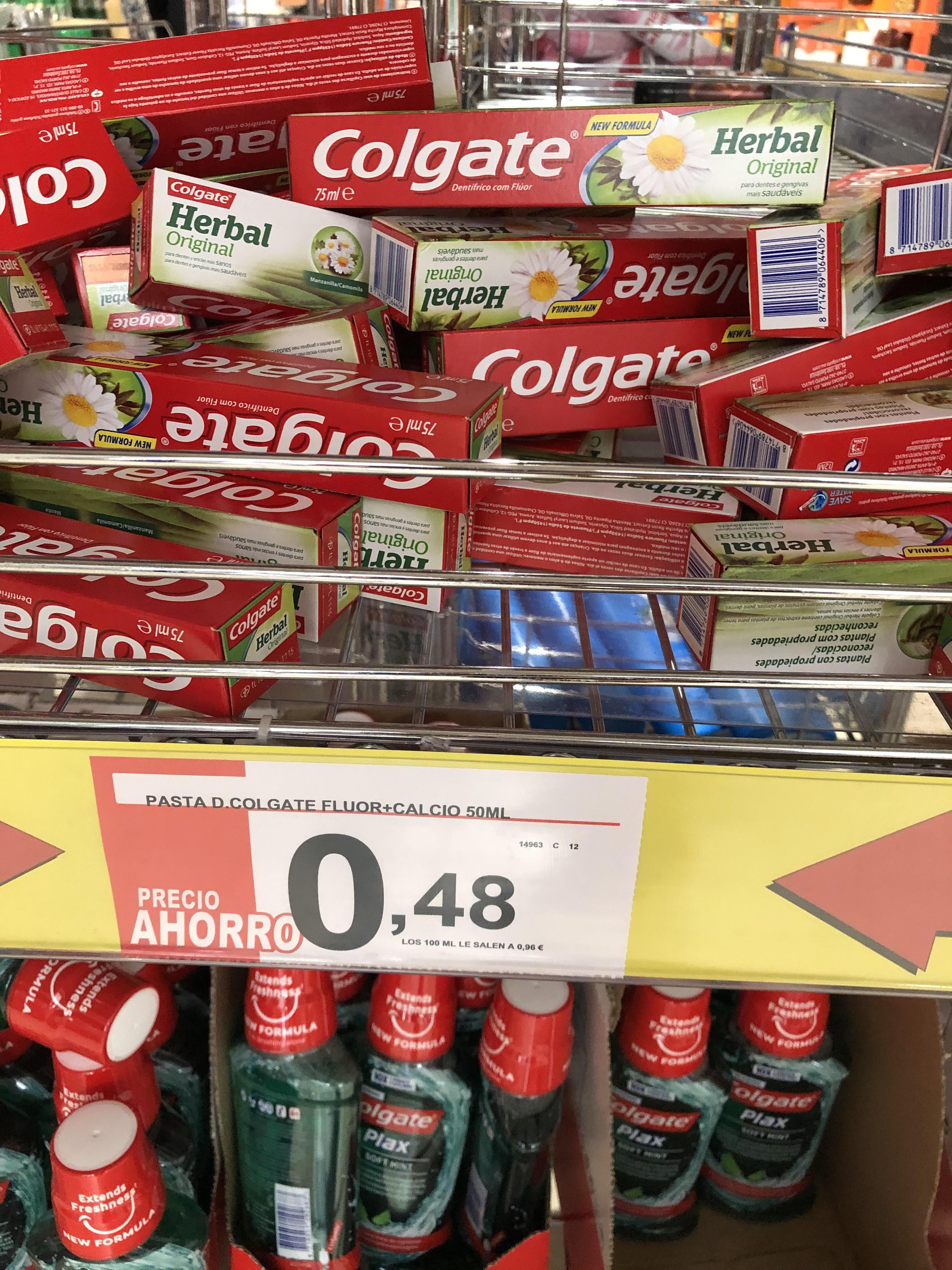 Pasta de dientes COLGATE Herbal Original, para dientes y encías más sanas 50 ml [Supermercados Spar]