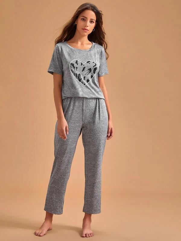 Conjunto de pijama camiseta con estampado de corazón con pantalones