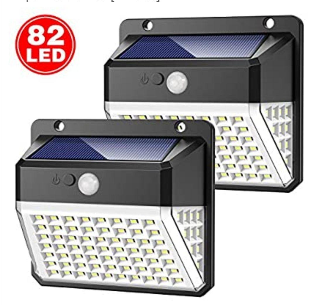 Yacikos Luz Solar Exterior 82 LED, Foco Solar Jardín 2000mAh, Lámpara Solar 270º Gran Angular de Iluminación con Sensor de Movimiento