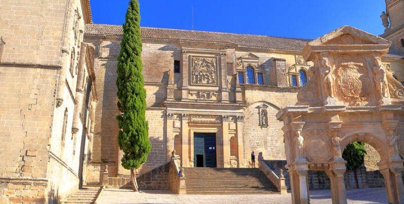 Escapada Puente del Pilar 2 noches en Baeza en un convento del S. XVI 4* + Desayunos (PxPm2)