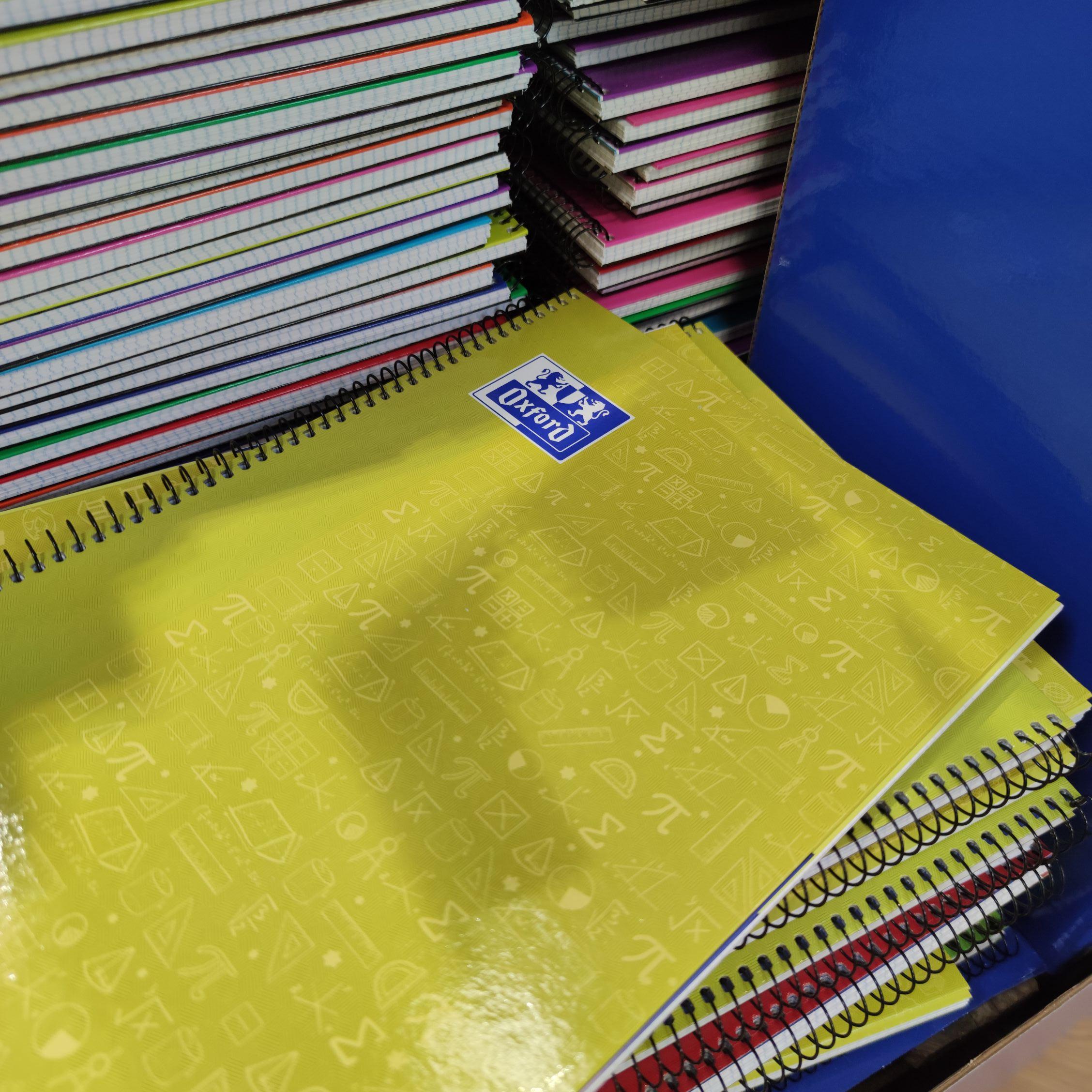 Cuadernos A4 Oxford/Enri (Carrefour Las Rozas)