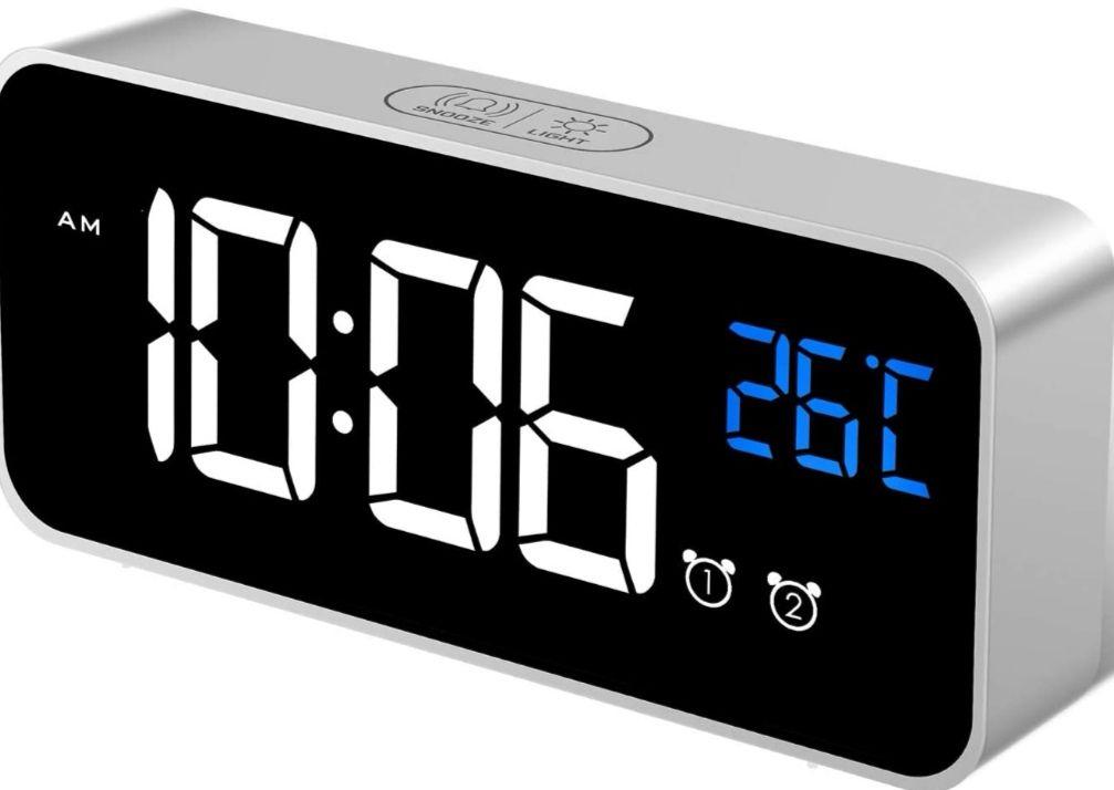 Reloj Despertador Digital LED. 2 Alarmas, Snooze, Sonido y Brillos Regulables, Carga USB. (Precio Mínimo)