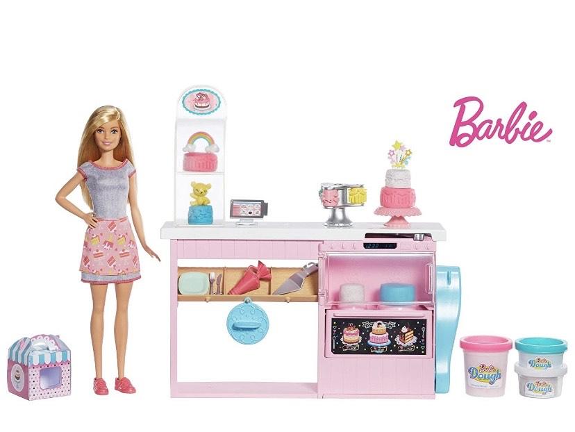 Barbie y su pastelería, muñeca con cocina y accesorios