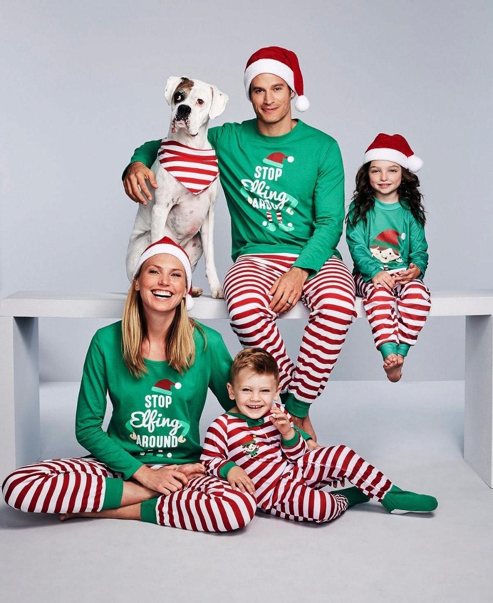 Pijamas para todos para una postal navideña confinada. O no !
