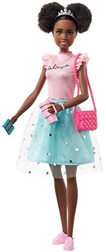 Barbie - Muñeca Nikki de Princess Adventure (30 cm) con Ropa y Accesorios