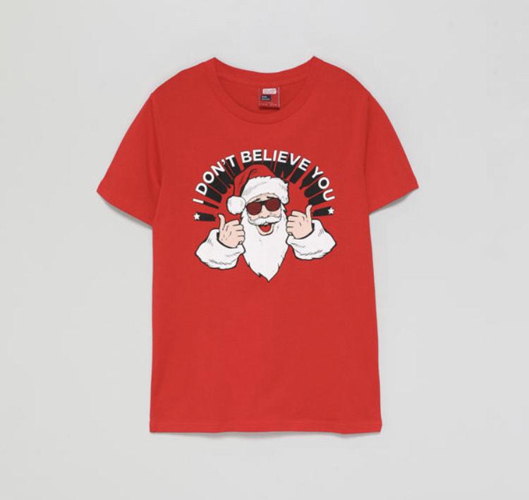 Camiseta con estampado navideño