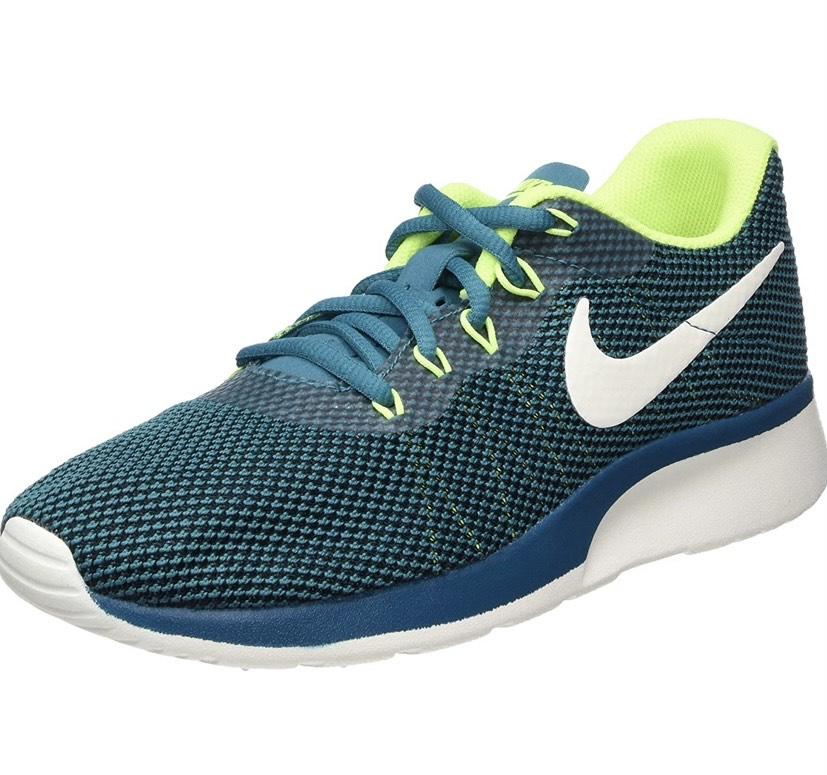 Varias zapatillas Nike Tanjun Raced tallas en descripción