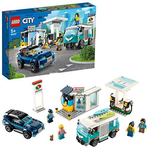 LEGO City - Gasolinera (+ deportivo, furgo y 4 minifiguras y 1 perro)