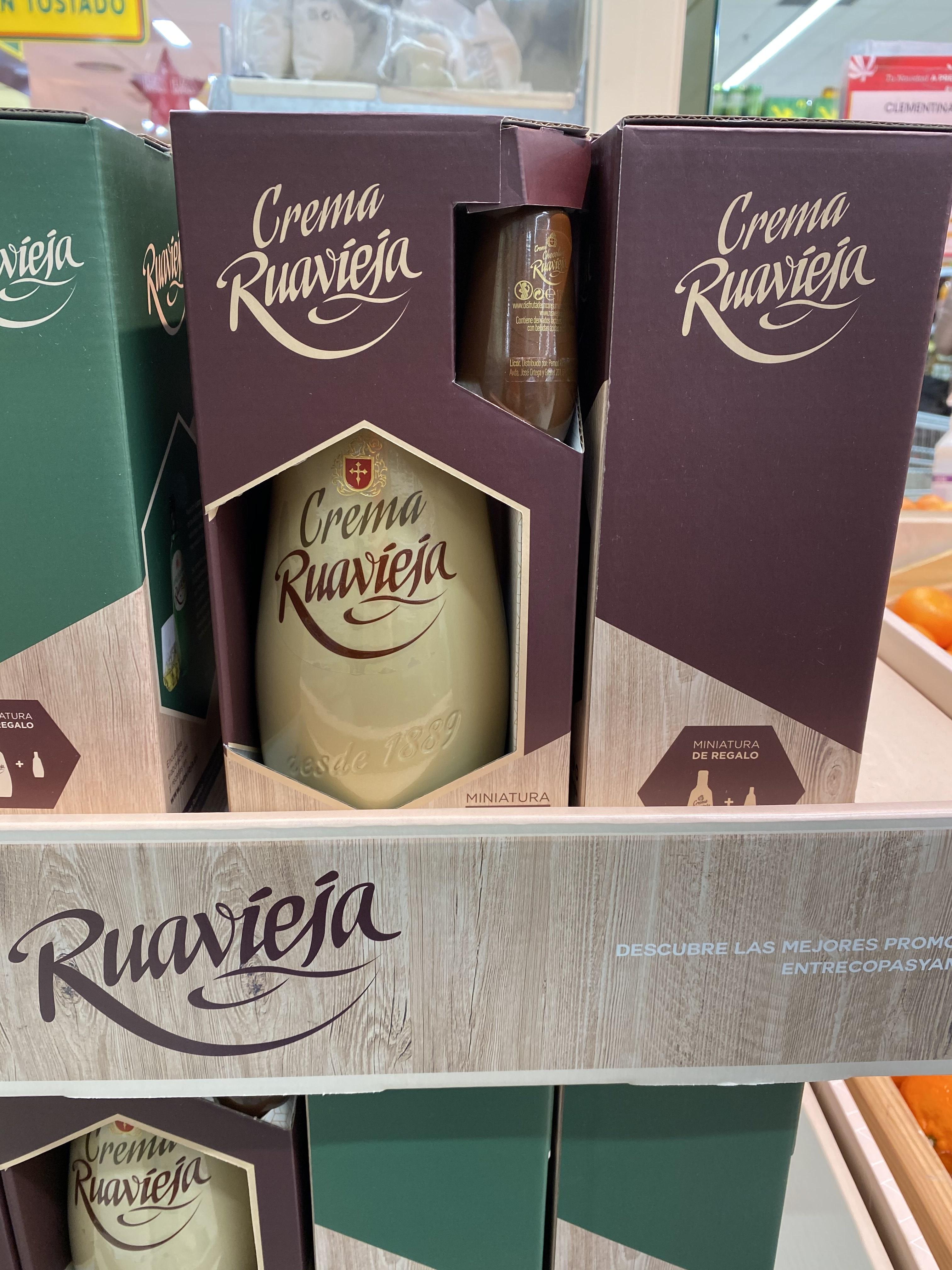 Crema Ruavieja + regalo botella mini chocolate visto en Ahorramas de la Calle Ibiza en Madrid