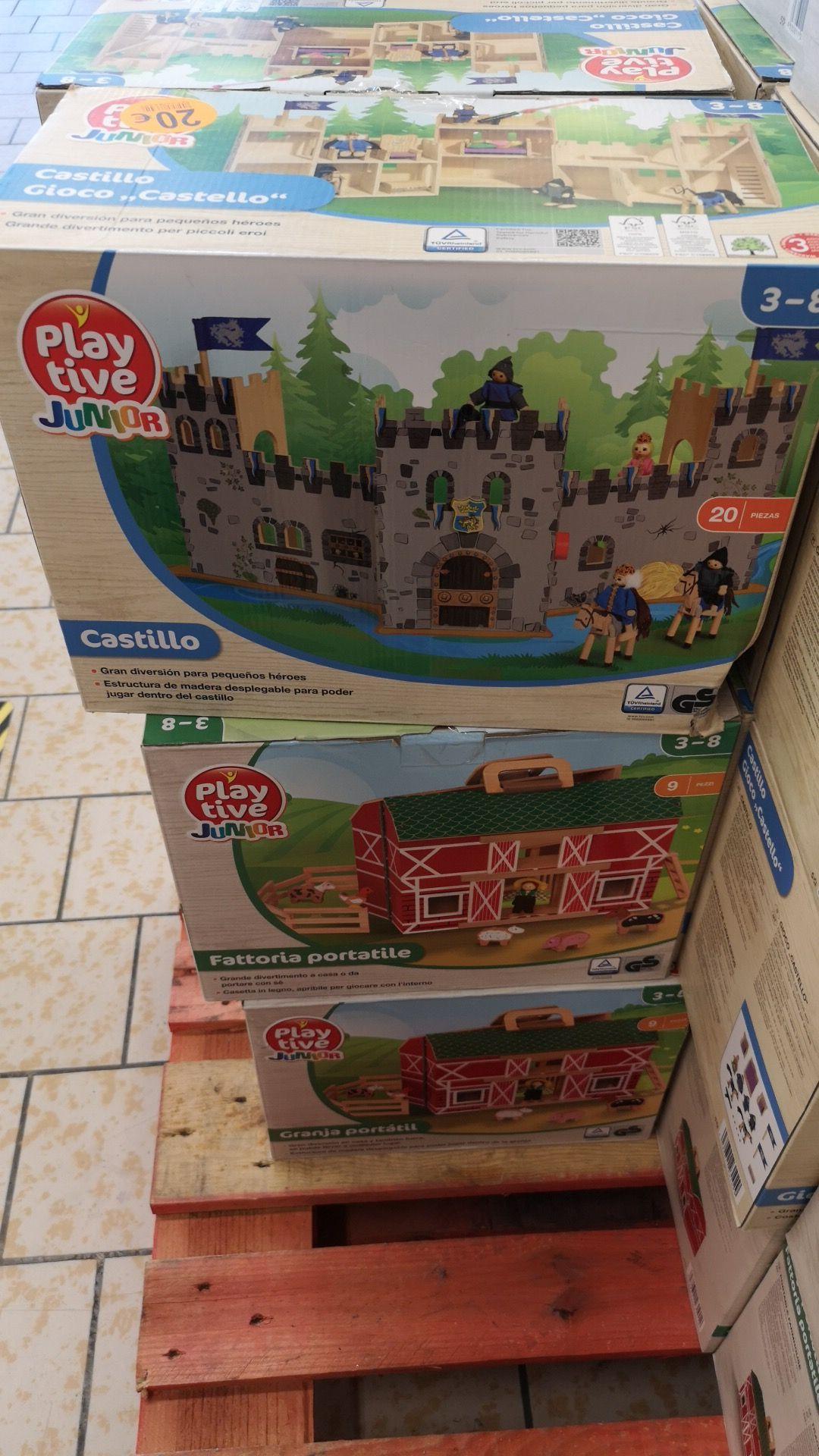 Castillo o Granja de madera en Lidl Outlet de Pinto