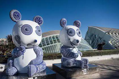 Visita guiada gratuita esculturas de la ciudad de las artes y las ciencias.