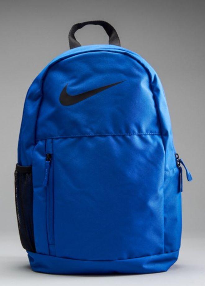 Mochila Nike + estuche. Recogida en tienda gratis.
