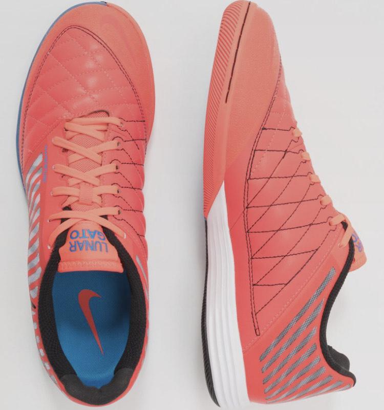 Preciazos en zapatillas de fútbol