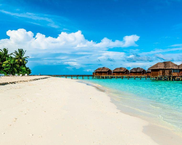 CHOLLO A LAS MALDIVAS Cancelación gratuita 7 noches hotel 4* cerca de la playa con desayunos incl. (Varías fechas verano)(PxPm2)