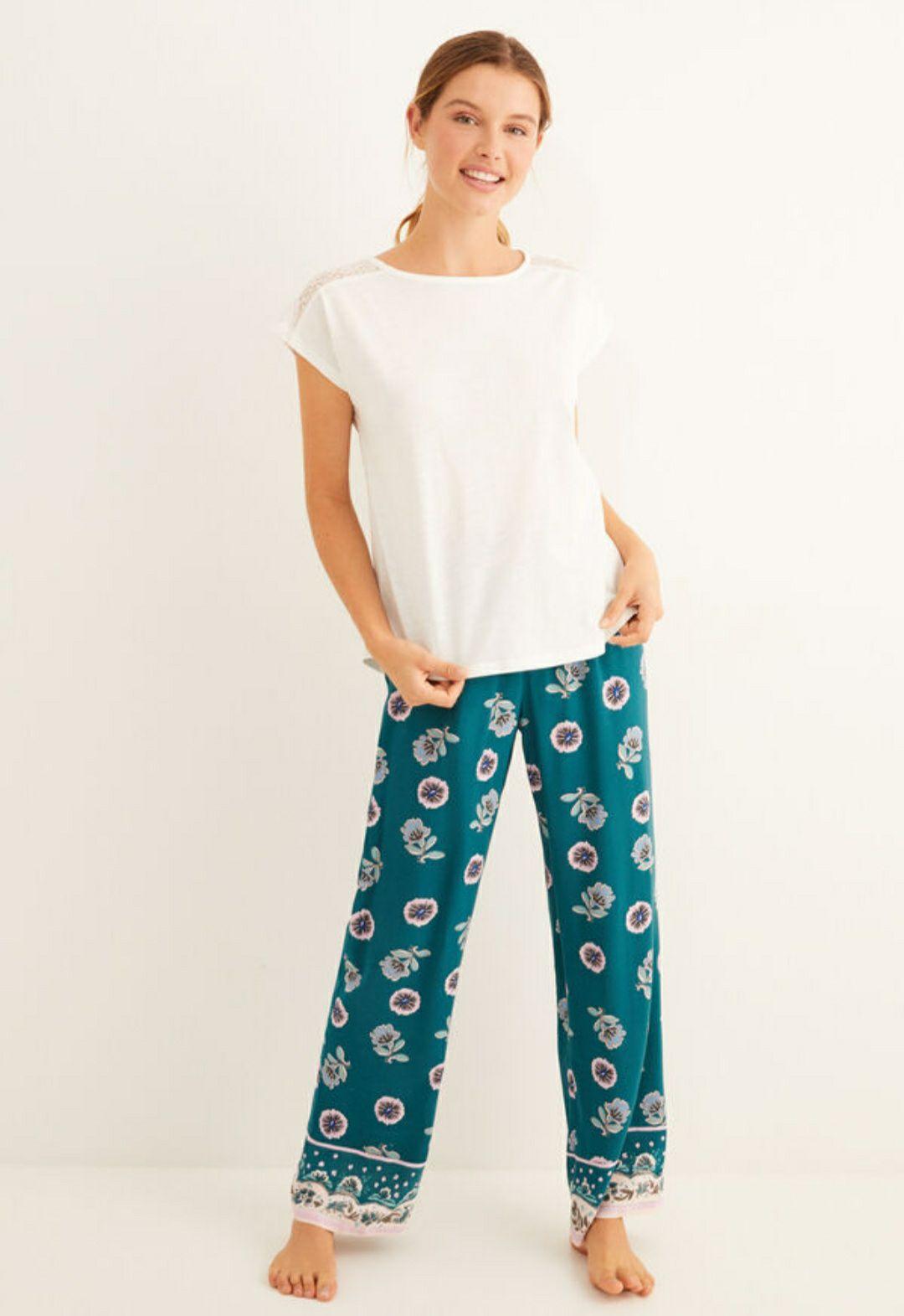 Conjunto pijama estampado flores y encaje