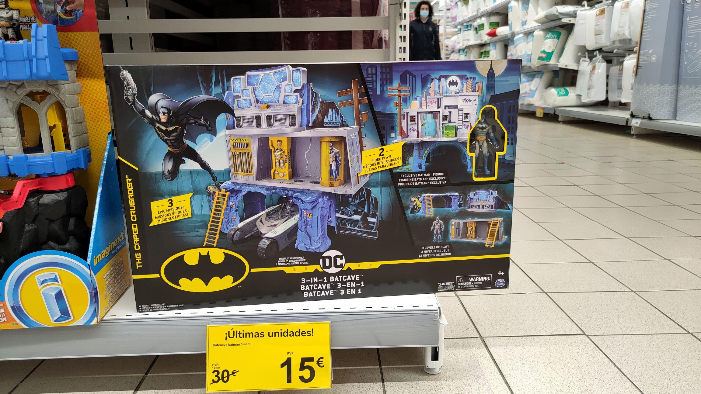 Batcueva de Batman (Carrefour Valle Real)