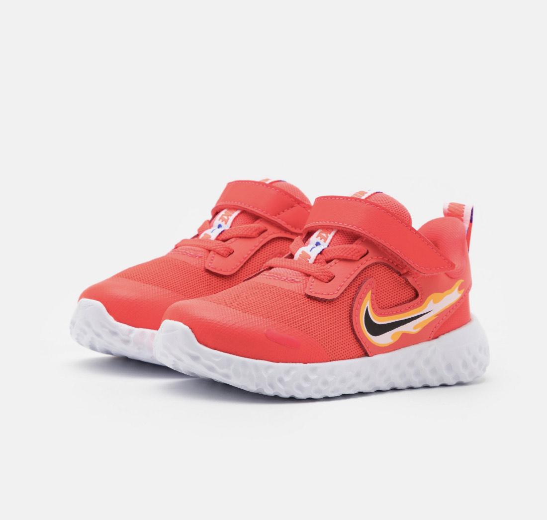Nike revolution 5 fire niños