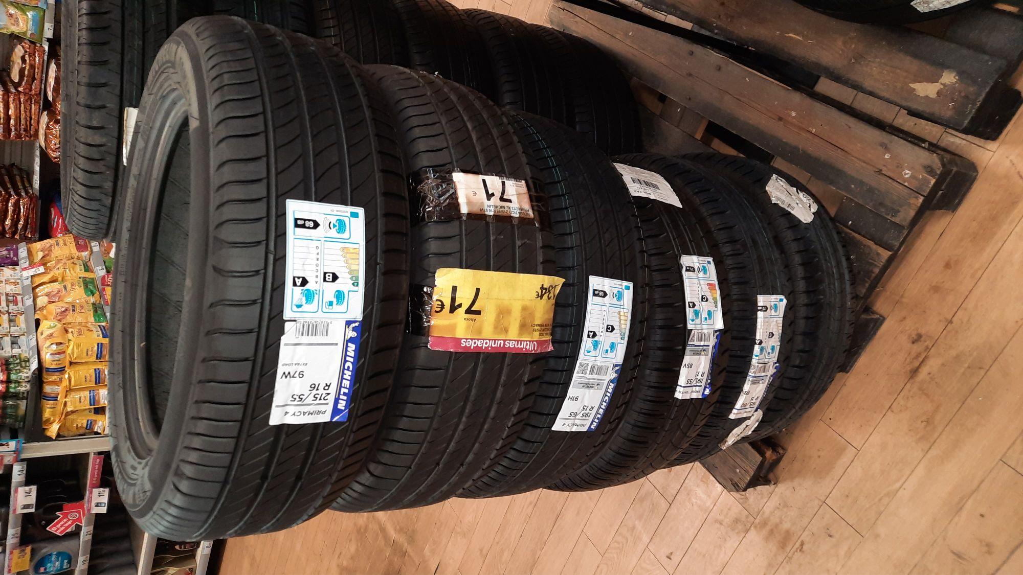 Neumaticos Michelin 215 55 R16 FECHA FABRICACION 2020.En el centro comercial Carrefour de Cartaya