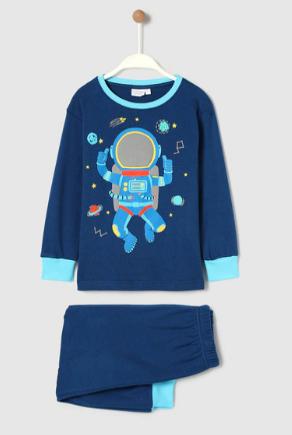 Pijama de niño azul astronauta y más