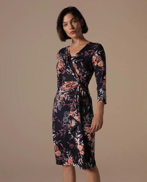 Vestido corto azul marino con flores multicolor