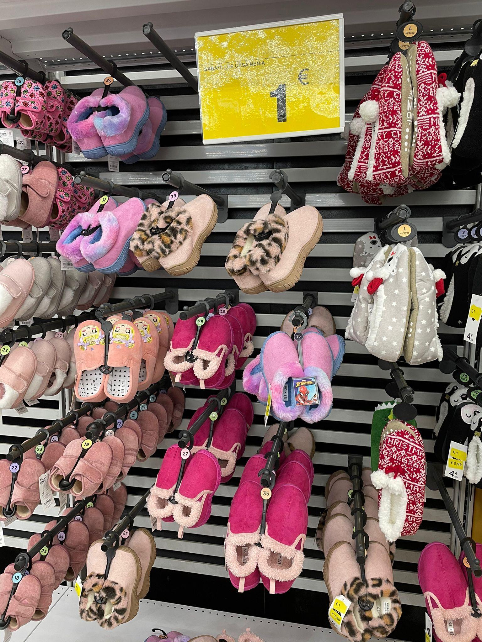 Zapatillas a 1€ en Carrefour Sant Fruitós.