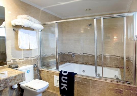 Hotel Zouk 35€/p: 1 noche en suite con bañera spa, desayuno y detalle de bienvenida