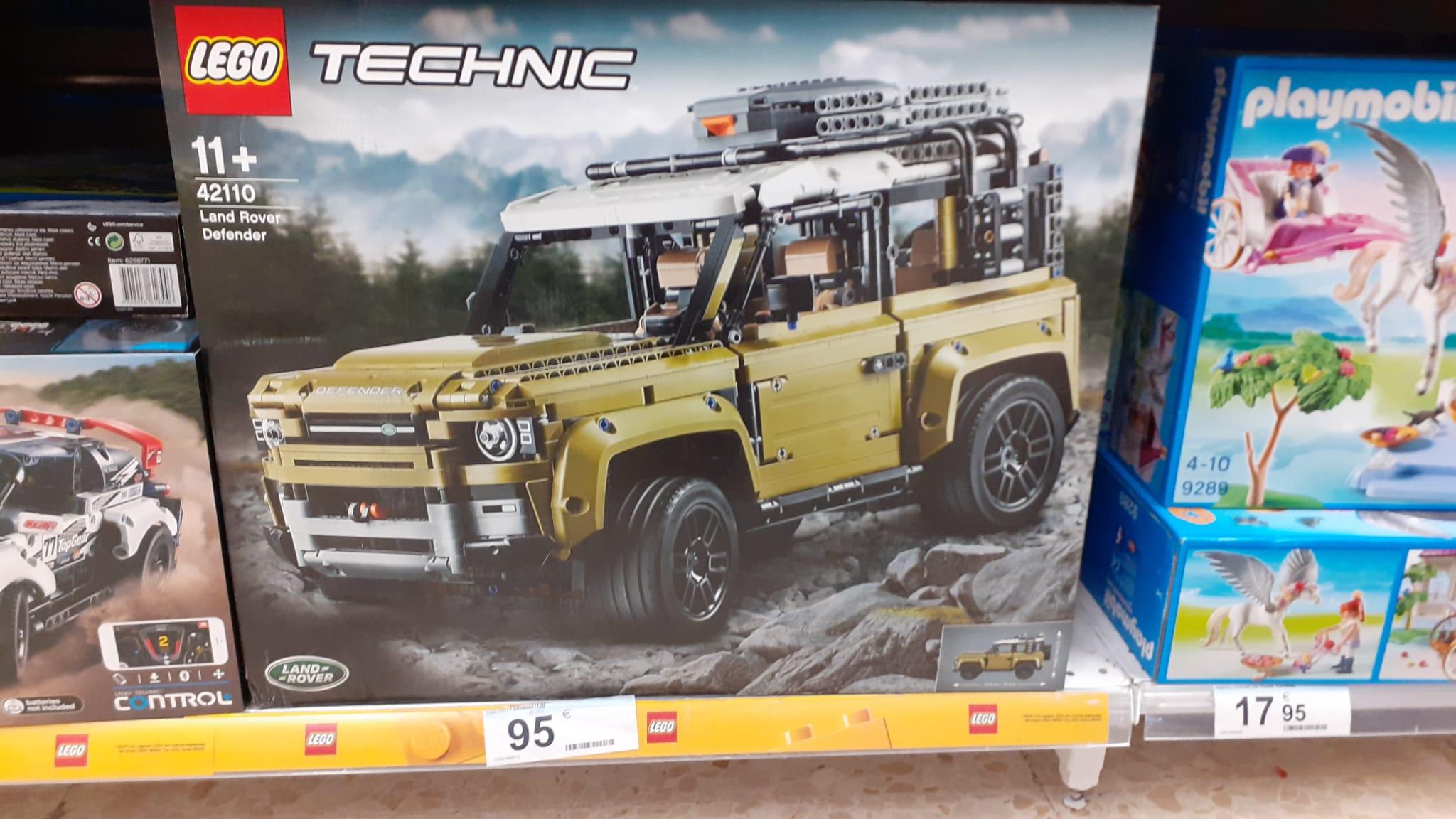 LEGO Technic 42110 Land Rover Defender en el Carrefour de Bahía Sur en San Fernando, Cádiz