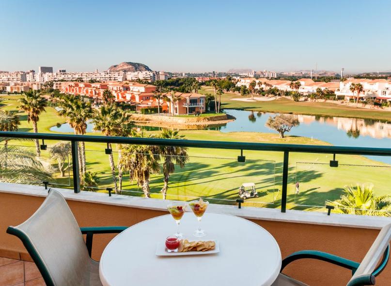 San Juan de Alicante 130€/p: 3 noches en hotel 4* con Media Pensión, niño gratis y detalle incl.