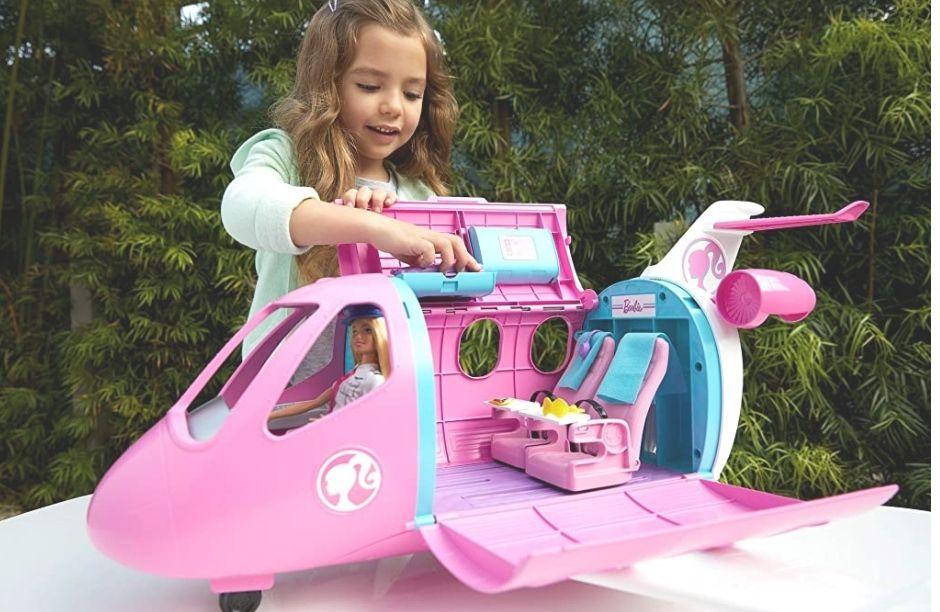 Barbie piloto con avión