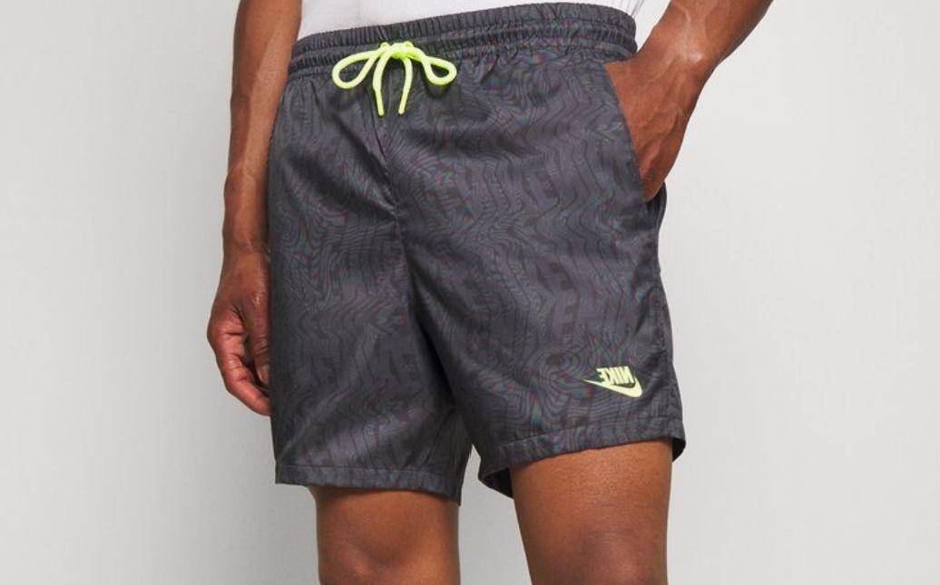 Pantalón deportivo Nike. Todas las tallas. Otro color en descripción
