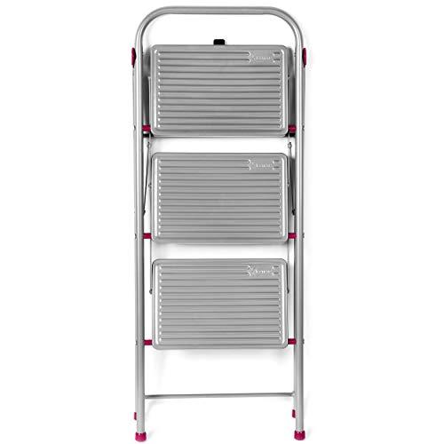 Escalera plegable 3 escalones, capacidad de 150 kg.