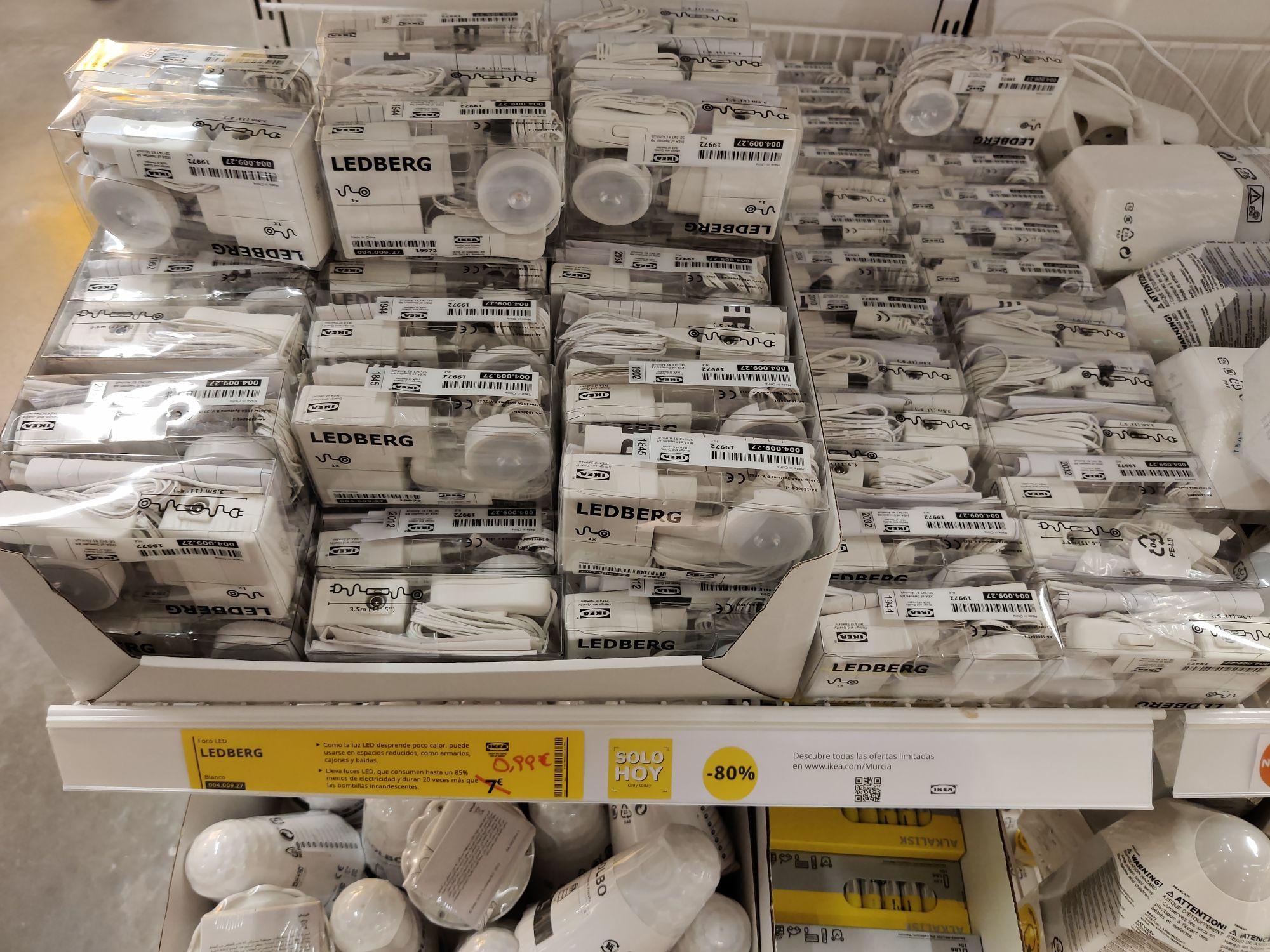 Focos LED por 0,99€, toallas de mano a 0,50€ y más cholletes (Ikea Murcia)