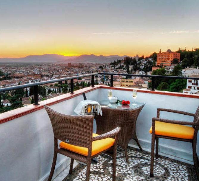 Granada 33€/p= 1 noche en hotel con desayuno y cóctel