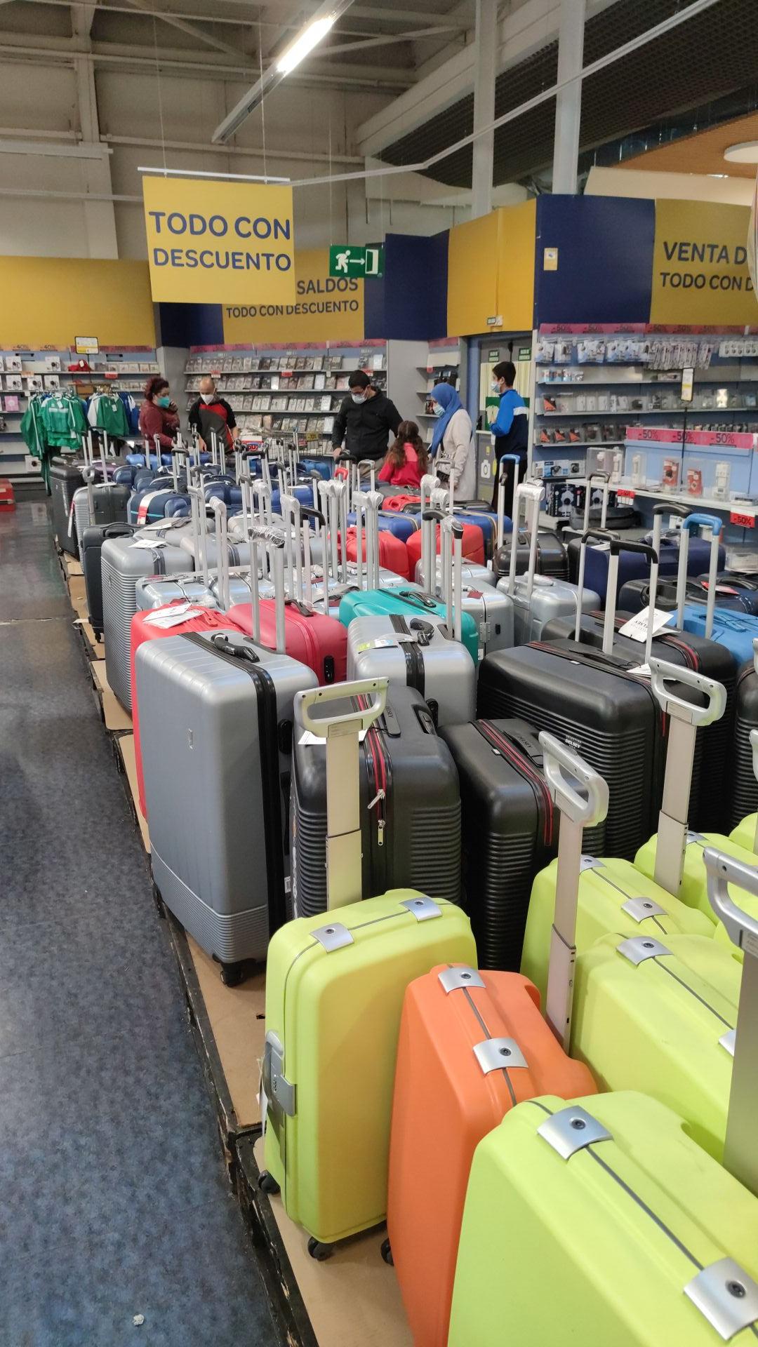 Maletas a buen precio en Carrefour Outlet de Valladolid