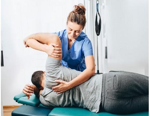 Sesión de fisioterapia en centros de Quirónprevención