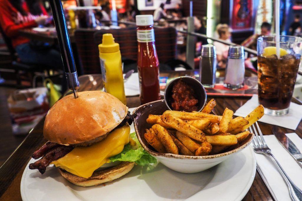 Hamburguesas a 71 céntimos en Hard Rock Cafe Sevilla